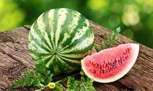 Почему арбуз называют ягодой, а не фруктом